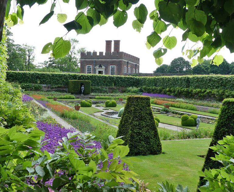 English Gardens Grand Estates & Cottage Gardens